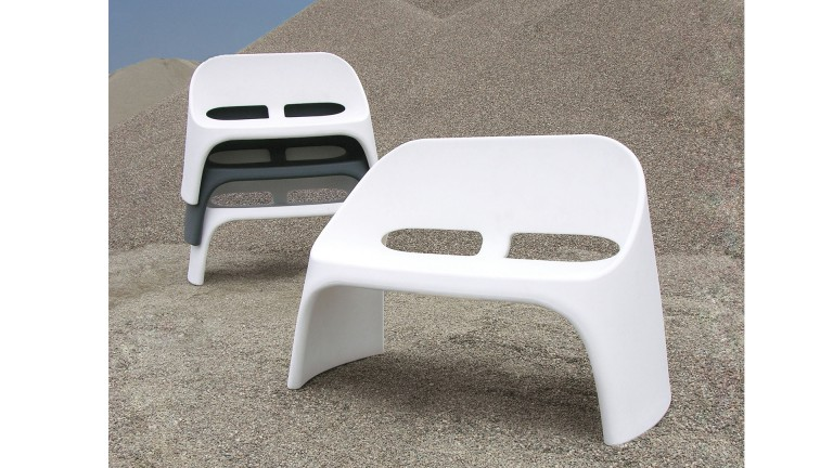 canape design slide empilable blanc decor2 amelie mobiliermoss
