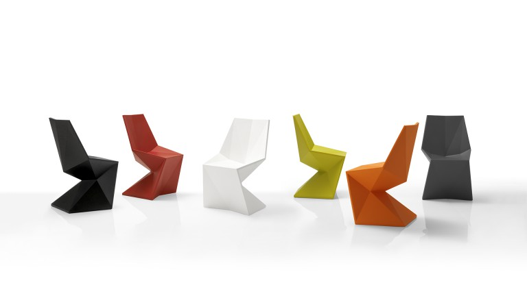 Chaises contemporaines en poly thylene design vodom vertex mobiliermoss