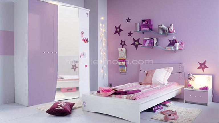 et moderne et murs en bleu clair dans la chambre de fille adolescente boistooffu. Black Bedroom Furniture Sets. Home Design Ideas