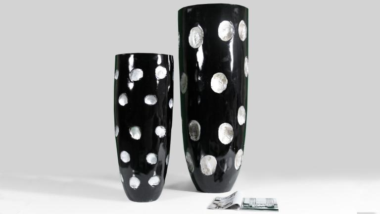 vase design noir pois blanc glif venez le voir chez mobilier moss mobilier moss. Black Bedroom Furniture Sets. Home Design Ideas