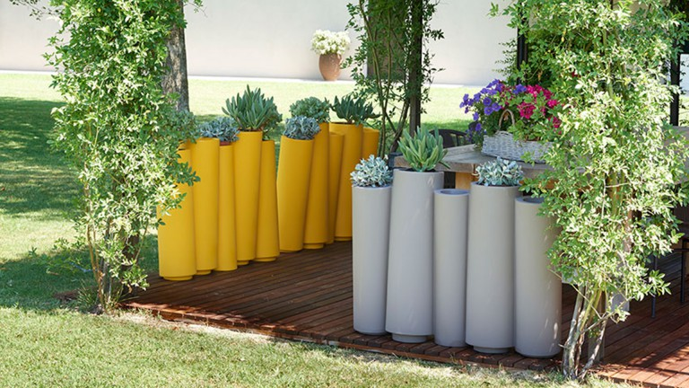 jardiniere polyethylene couleurs bamboo slide 2 mobiliermoss