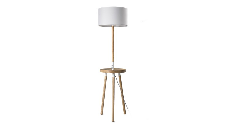 lampadaire hirske en bois avec station de charge. Black Bedroom Furniture Sets. Home Design Ideas