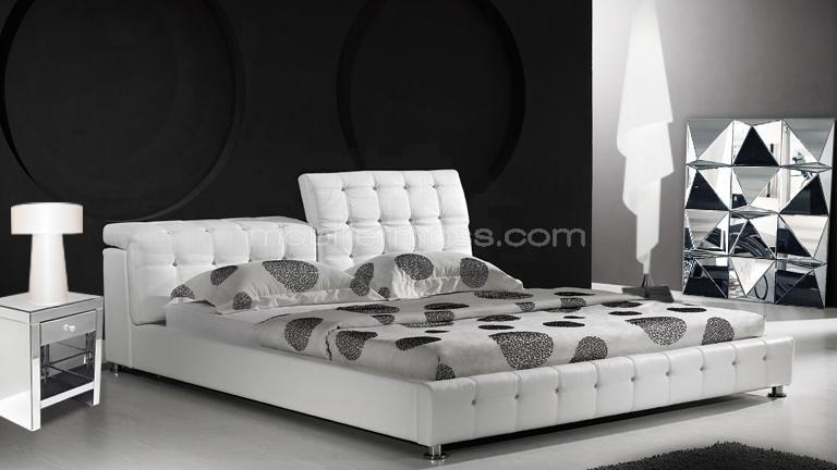 moon lit capitonn en cuir un lit au style baroque pratique et confortable mobilier moss. Black Bedroom Furniture Sets. Home Design Ideas