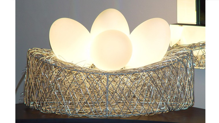 luminaire a poser 4oeufs lampes allumees base metal eggs mobiliermoss