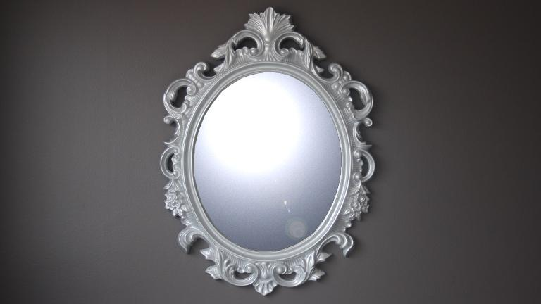 Miroir ovale baroque argent calinka mobilier moss for Miroir definition