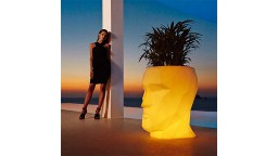 Pot lumineux contemporain en polyethylene design vondom adan mobiliermoss