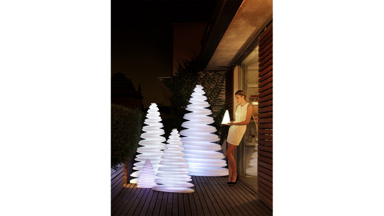 Sapin lumineux contemporain design vondom chrismy mobiliermoss
