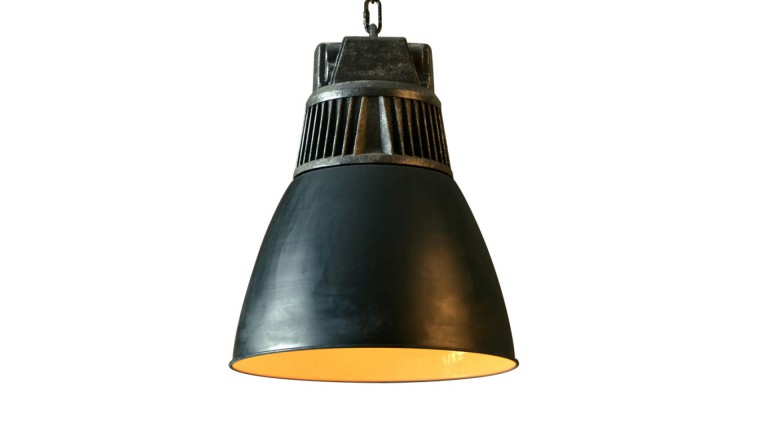 Suspension kerwan de style industriel en m tal noir mat mobilier moss - Suspension type industriel ...