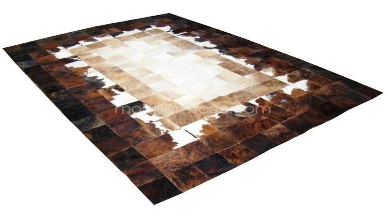 tapis peaux de vache un tapis original tendance en peau de vache patchwork mobilier moss. Black Bedroom Furniture Sets. Home Design Ideas