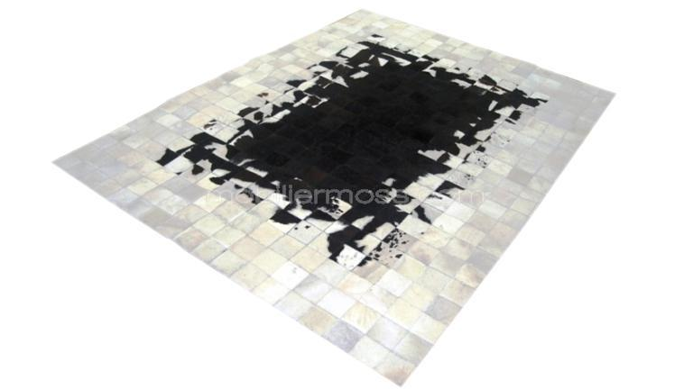 tapis peau de vache tendance et original le tapis en peau de vache patchwork mobilier moss. Black Bedroom Furniture Sets. Home Design Ideas
