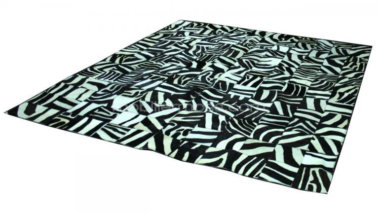 tapis peau de vache rectangulaire teint z bre acheter sur mobilier moss. Black Bedroom Furniture Sets. Home Design Ideas